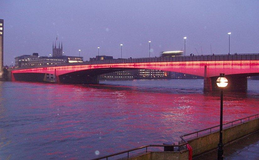 London Bridge illuminated at dusk. File photo by burge5000, Wikipedia Commons.