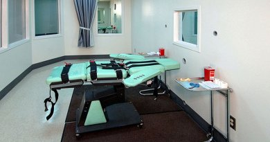 A gurney at San Quentin State Prison in California used for executions by lethal injection. Photo Credit: California Department of Corrections and Rehabilitation, Wikipedia Commons.