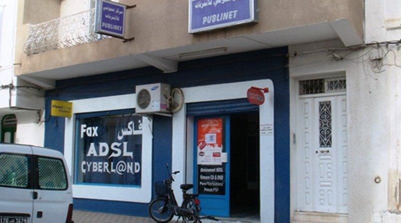 An Internet cafe, Kairouan, Tunisia. Photo by Shoestring, Wikimedia Commons.