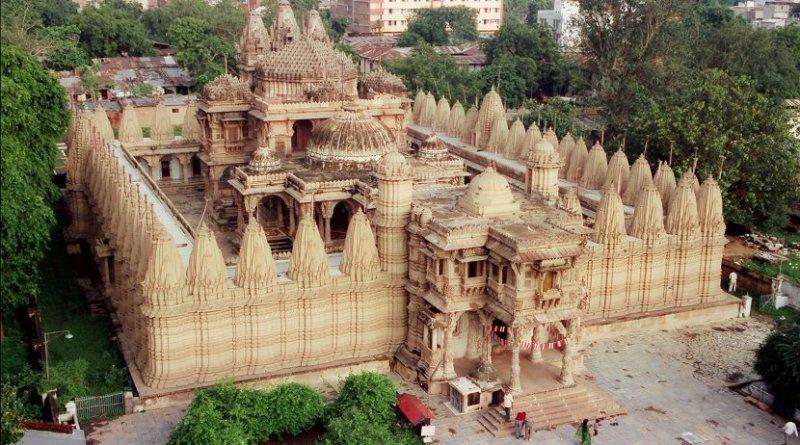 Hutheesing Jain Temple in Ahmedabad, Gujarat, India. Photo by Kalyan Shah, Wikipedia Commons.