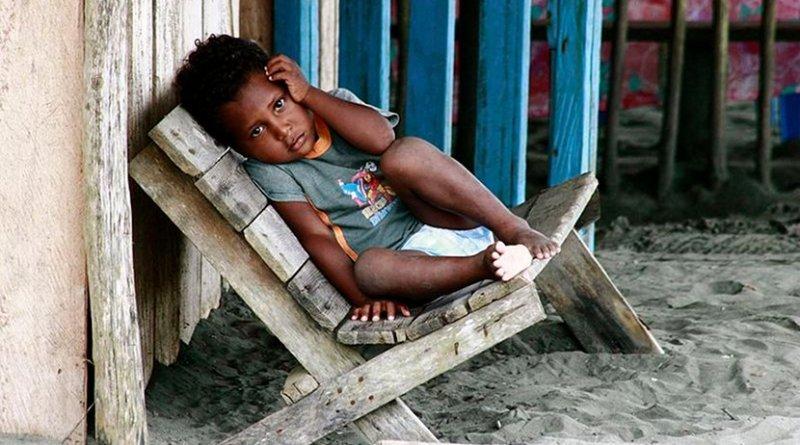 Child from the La Barra neighborhood, beach near Buenaventura, Colombia. Photo by Quinaya Qumir, Wikimedia Commons.