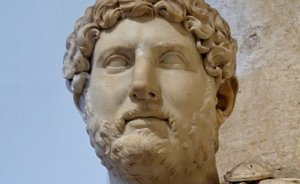 Marble bust of Hadrian at the Palazzo dei Conservatori, Capitoline Museums. Photo by Marie-Lan Nguyen, Wikipedia Commons.