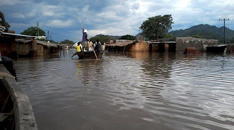 People are evacuated by boats in southern Malawi. Credit: UNDA