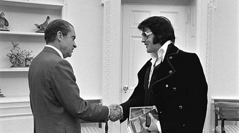 Elvis Presley meeting Richard Nixon. On December 21, 1970, at his own request. Photo by Ollie Atkins, chief White House photographer at the time, Wikipedia Commons.