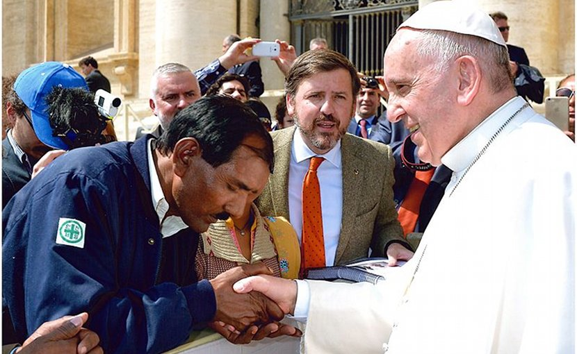 Pope Francis receives the family of Asia Bibi. Photo by HazteOir.org, Wikipedia Commons.