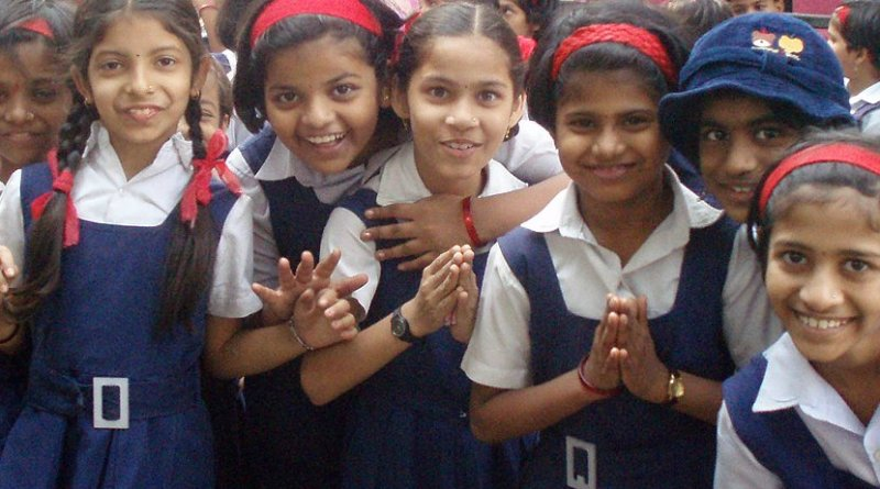 Schoolgirls in Mumbai, India. Photo by the opoponax, Wikimedia Commons.