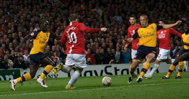 Wayne Rooney and Mikael Silvestre compete for the ball during the UEFA Champions League 2008-09 semi-final first leg. Photo by Gordon Flood, Wikimedia Commons.