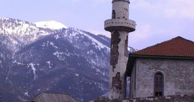 Mosque in Lurë, Albania. Photo by isaleal, Wikipedia Commons.
