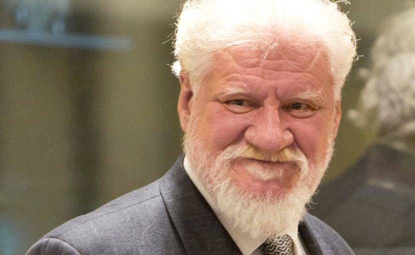 Slobodan Praljak, one of the six accused in the Prlić case, at the Trial Judgement in 2013. Photo by Zoran Lesic, ICTY, Wikipedia Commons.