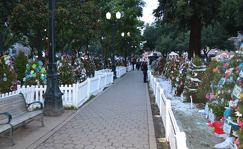 Christmas in the Park at San Jose's Plaza de César Chávez Park. Photo by Oleg Alexandrov, Wikipedia Commons.