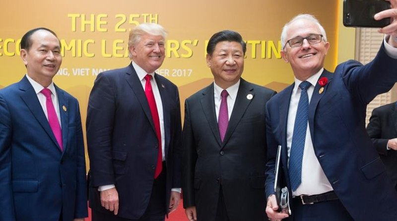 Australian PM Turnbull with President Xi and President Trump posing for a selfie.(Official White House Photo by D. Myles Cullen)