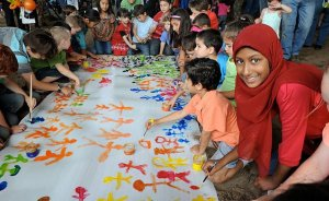 Harmony Day is celebrated around Australia on 21 March each year. Photo by DIAC images, Wikimedia Commons.