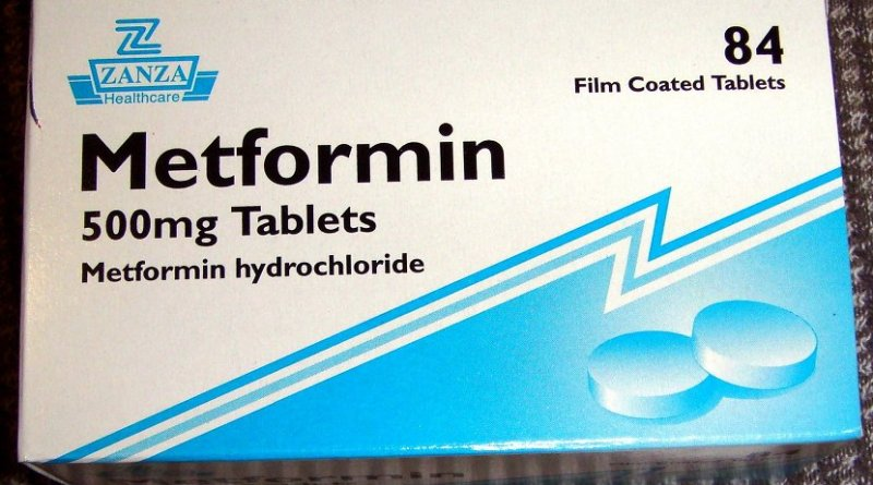 Generic metformin 500-mg tablets, as sold in the United Kingdom, for treatment of Diabetes Typ II. Photo by Ash, Wikipedia Commons.