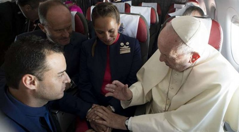 Pope Francis marries flight attendants Paula Podest and Carlos Ciuffardi during his flight from Santiago to Iquique Jan. 18, 2018. Credit: Vatican Media/CNA.
