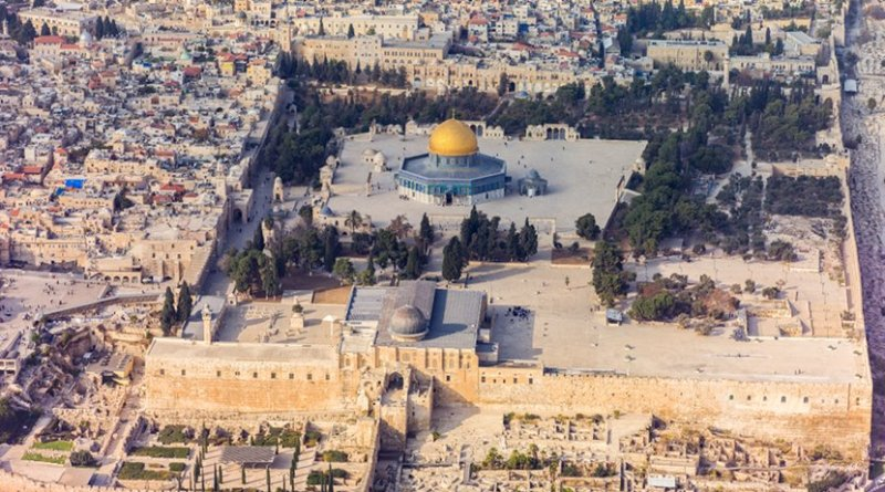 Southern aerial view of the Temple Mount, Al-Aqsa Mosque, in East Jerusalem. Photo by Andrew Shiva, Wikipedia Commons.