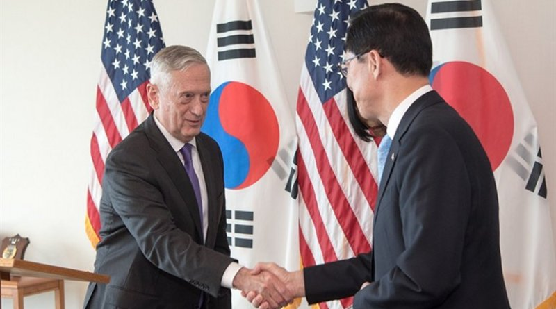 Defense Secretary James N. Mattis and South Korea Minister of Defense Song Young-moo speak to reporters during a joint press conference at U.S. Pacific Command's headquarters at Joint Base Pearl Harbor-Hickam in Honolulu in Hawaii, Jan. 26, 2018. DoD photo by Army Sgt. Amber I. Smith