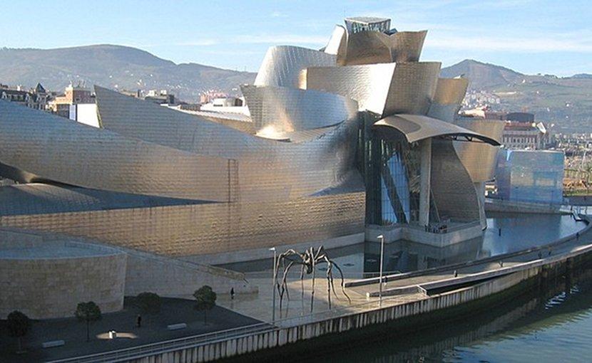Guggenheim Museum Bilbao. Photograph taken by MykReeve, Wikimedia Commons.