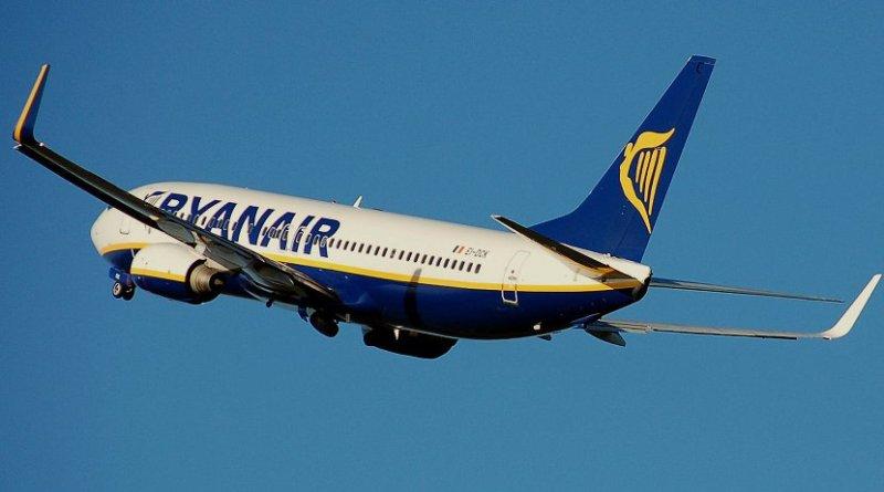 A Ryanair plane. Photo Credit: Adrian Pingstone, Wikimedia Commons.