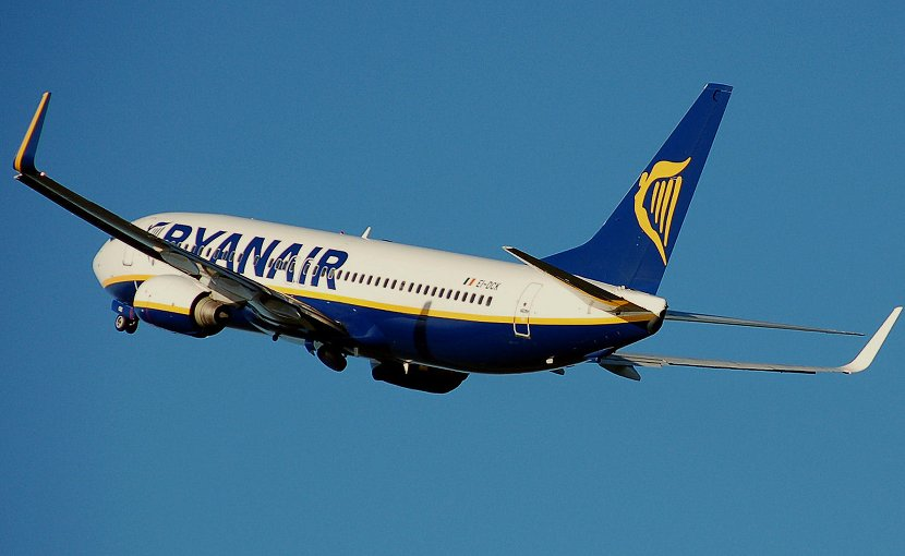 A Ryanair plane. Photo Credit: Adrian Pingstone, Wikimedia Commons.