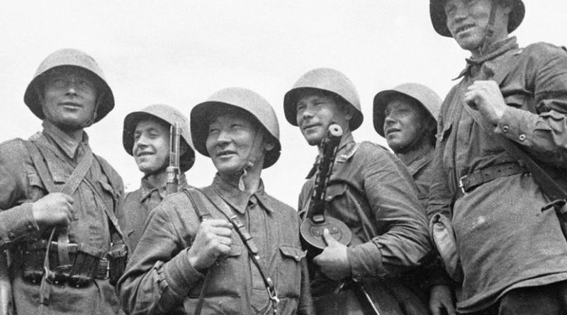 Soviet soldiers in World War II. Source: Wikimedia Commons.