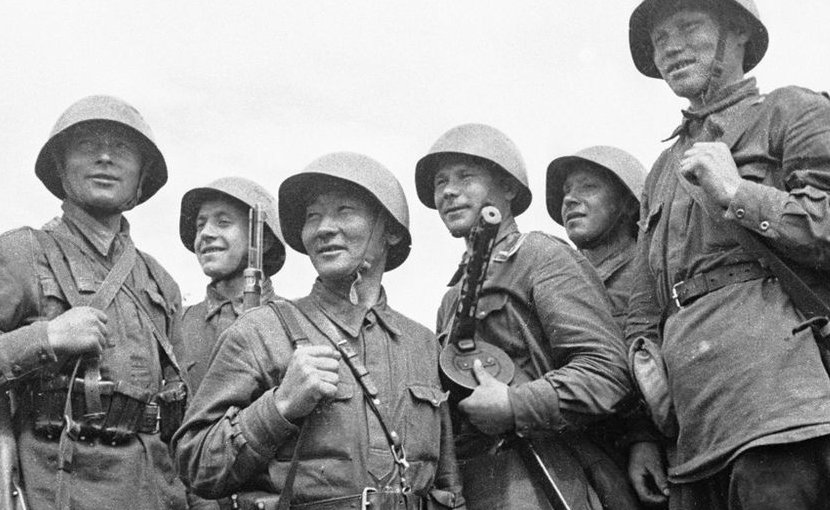 Soviet soldiers in World War II. Source: Wikimedia Commons.