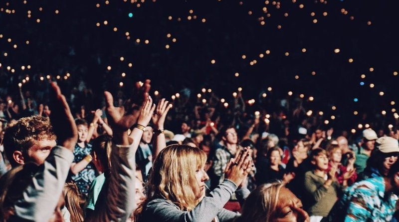 clapping music crowd concert