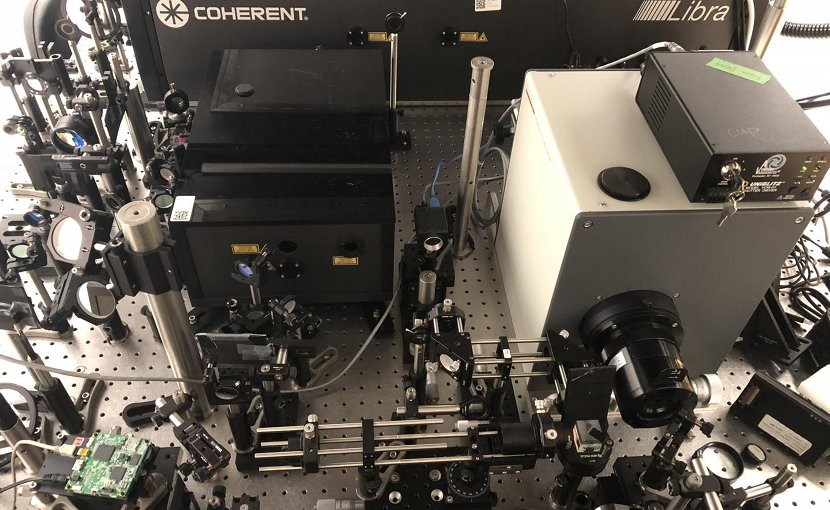 The trillion-frame-per-second compressed ultrafast photography system. Credit INRS
