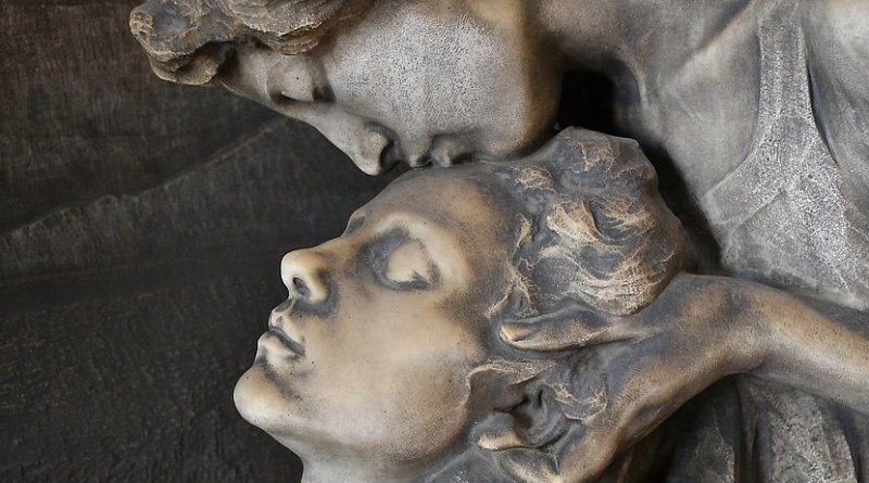 cemetary kiss of death sculpture