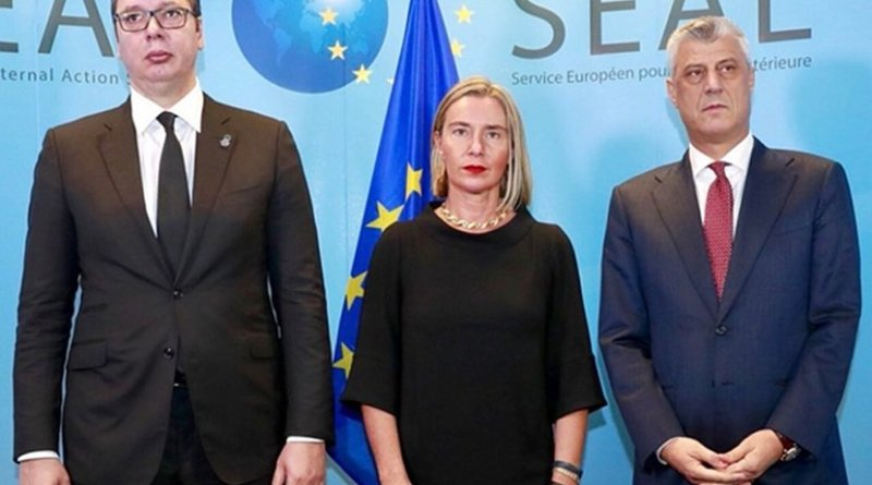 Serbian President Aleksandar Vucic (L), EU Foreign Policy Chief Federica Mogherini and Kosovo President Hashim Thaci (R). Photo: European External Action Service - EEAS/Twitter