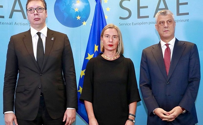 Serbian President Aleksandar Vucic (L), EU Foreign Policy Chief Federica Mogherini and Kosovo President Hashim Thaci (R). Photo: European External Action Service - EEAS/Twitter