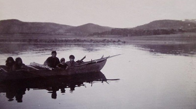 Example of a group with nautical technology: Yámana people in the Anglican mission of Bahía Tekenika (Tierra del Fuego), portrayed in the late 19th or early 20th century. Darwin lived with them during the second voyage of the Beagle. Credit Ivan Briz i Godino courtesy of the archives of the South American Missionary Society (United Kingdom)