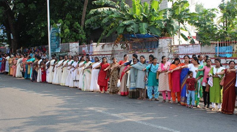 Women's Wall at Kollam, India. Photo Credit: Sai K shanmugam, Shanmugam Studio, Kollam, Wikipedia Commons.