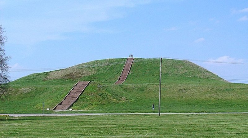 Monks Mound, the largest earthen structure at Cahokia. Photo Credit: Skubasteve834, Wikipedia Commons