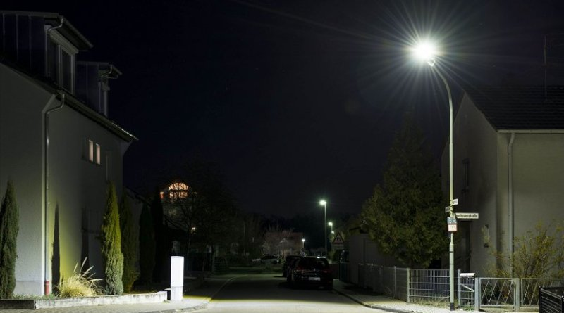 The new street lights tested in Maxdorf consume less power and are much brighter. (Photo: Tanja Meißner/KIT)