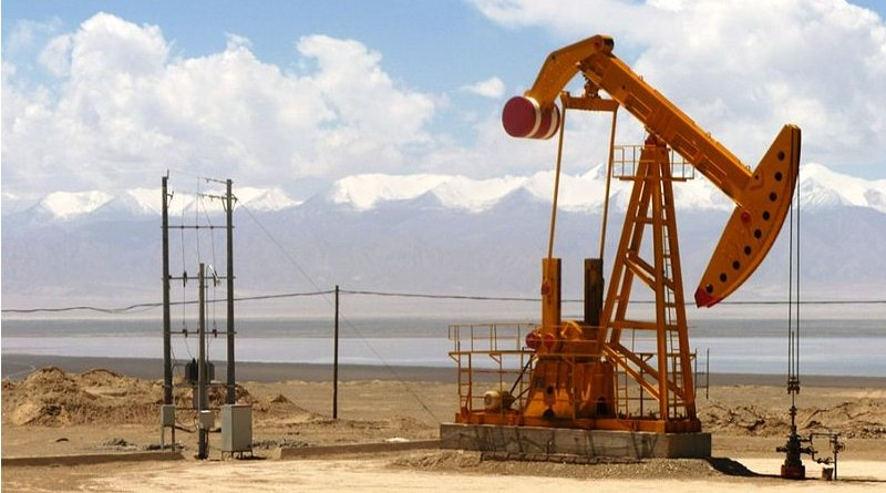 Oil well in Qaidam Basin, Qinghai Province, China. Photo Credit: John Hill, Wikipedia Commons