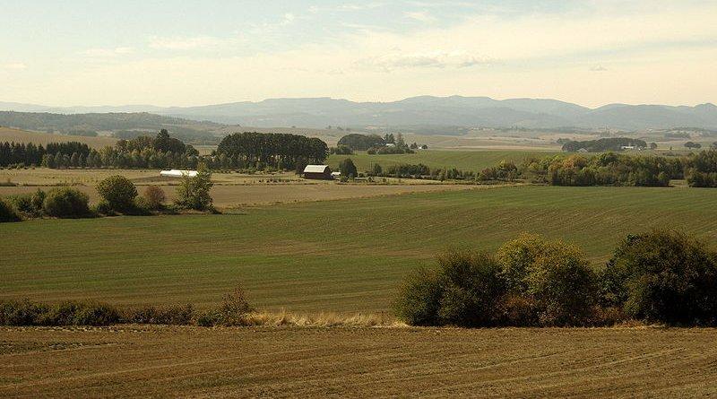 Willamette Valley, Oregon. Photo Credit: Rvannatta, Wikipedia Commons.
