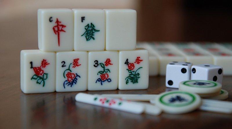 Mahjong and dice