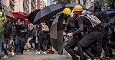 Hong Kong protestors wearing masks. Photo Credit: Studio Incendo, Wikimedia Commons