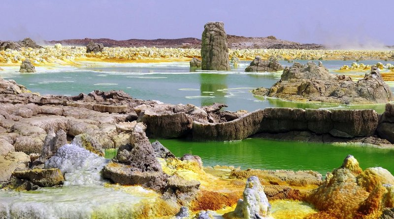 Hyperacid, hypersaline and hot ponds in the geothermal field of Dallol (Ethiopia). Despite the presence of liquid water, this multi-extreme system does not allow the development of life, according to a new study. The yellow-greenish colour is due to the presence of reduced iron. CREDIT Puri López-García
