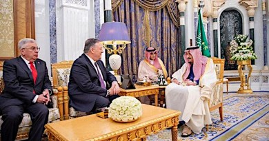 Saudi Arabia's King Salman receives US Secretary of State Mike Pompeo. (SPA)