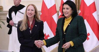 New U.S. Ambassadro to Georgia Kelly Degnan holds hands with Georgian President Salome Zurabishvili, January 31, 2020. Photo: facebook.com/usingeo