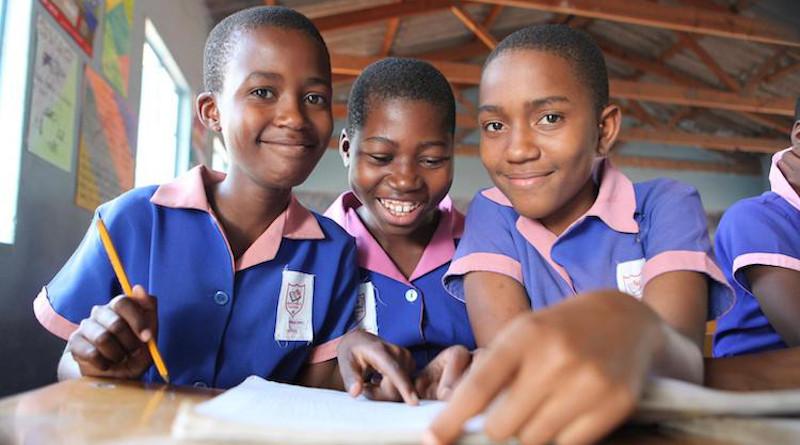 Zimbabwe school children   UNICEF/UN050424/Tsvangirayi Mukwazhi