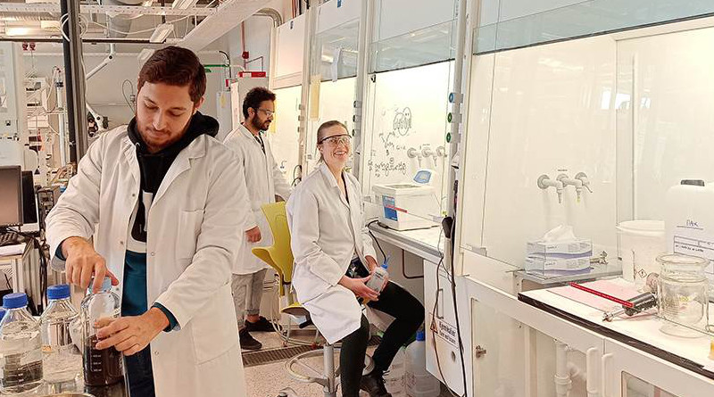 Gearing up to produce as many nanoparticles as possible for the COVID-19 test. The production operators for the team are Zeeshan Ali, Regina Lopez Fyllingsnes, Ahmad Bin Ashar and José Paulino Peris Sastre (missing). Photo: NTNU