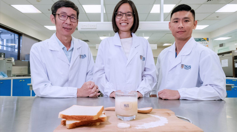 NUS food scientists Assoc Prof Liu Shao Quan (left), Miss Nguyen Thuy Linh (centre) and Dr Toh Mingzhan (right) came up with a patented zero-waste process to make a new probiotic beverage using unsold bread. (Credit: National University of Singapore)
