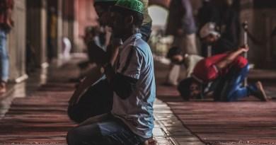 Muslims praying at Jama Masjid, Delhi, India. Photo by Mohd Danish Hussain at Unsplash.