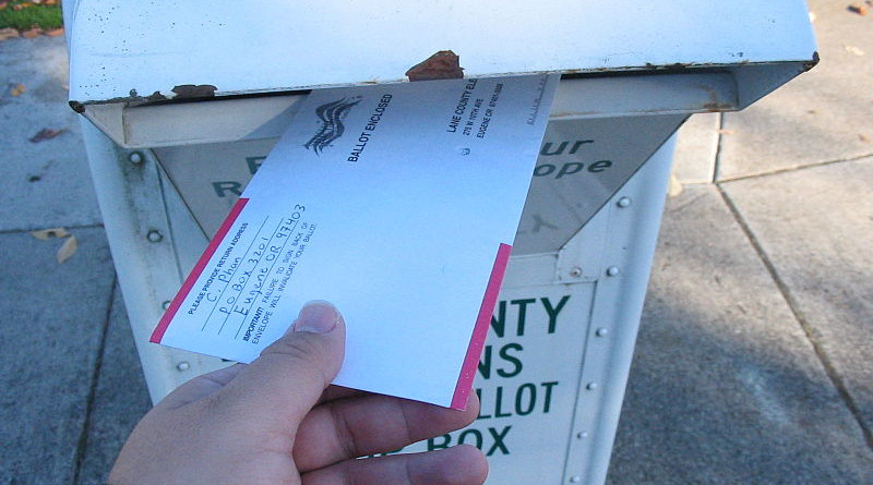 Voting by mail in Oregon. Photo Credit: Chris Phan, Wikipedia Commons