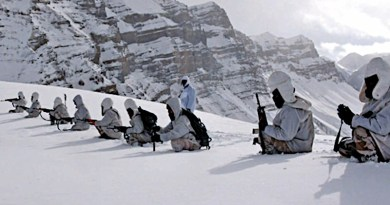 india soldiers himalayas