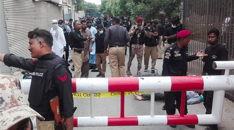 Police on the scene after gunmen attack the stock exchange in the Pakistani city of Karachi. Photo Credit: Tasnim News Agency
