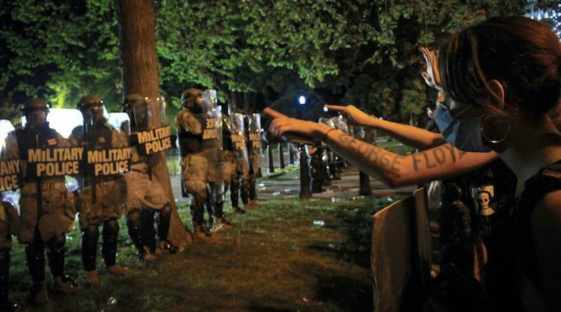 Standoff in Washington. Credit: Eleanor Goldfield. Source: Consortium News.
