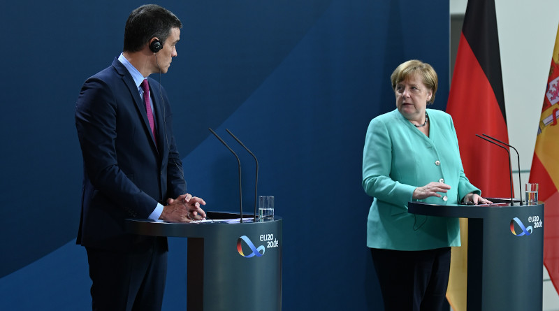 Spain's Prime Minister Pedro Sánchez with the German Chancellor, Angela Merkel. Photo Credit: Pool Moncloa/Borja Puig de la Bellacasa